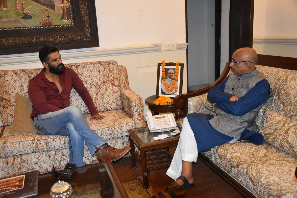 Vijay Goel met Suniel Shetty